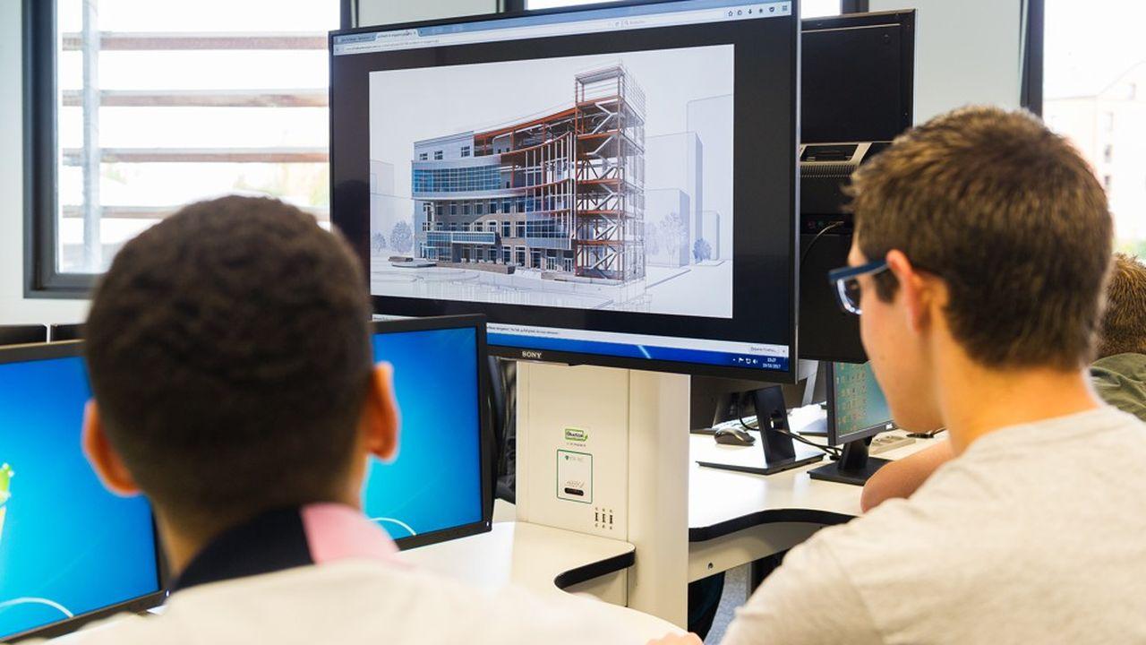 Dès la première année, les étudiants travaillent sur des projets concrets pour être rapidement opérationnels.