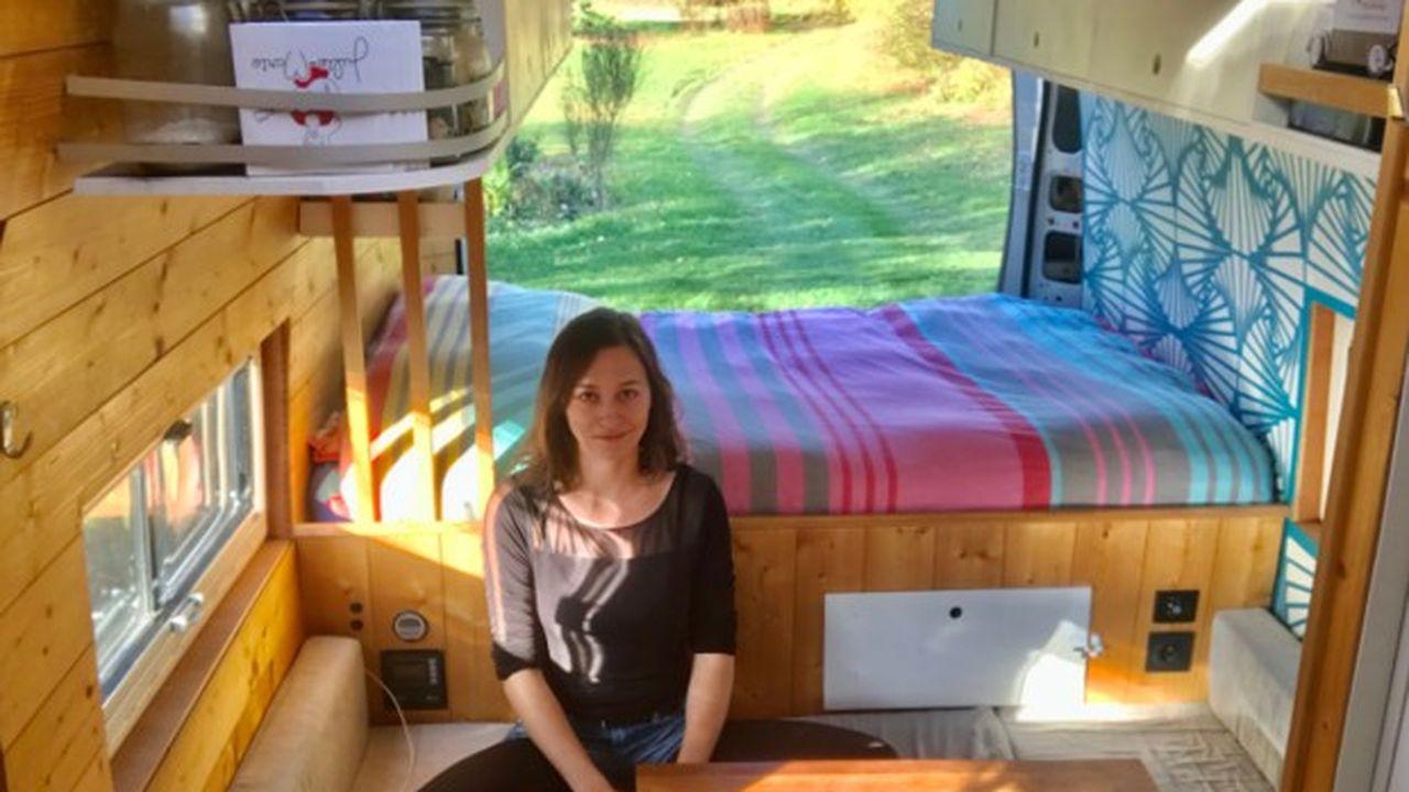 Julie-Marie habite dans un van de 6,5 mètres de long qu'elle a payé 35.000 euros.