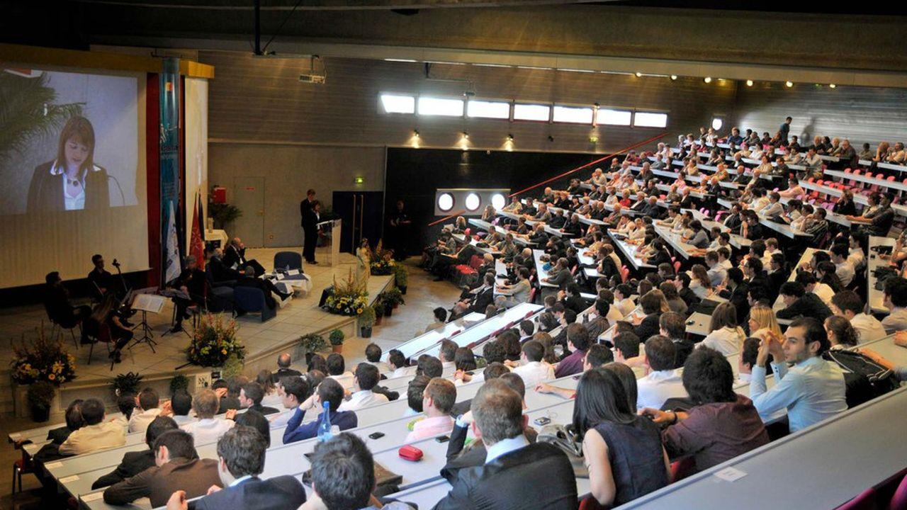 Au niveau mondial, l'université gardoise se trouve à la 97e place.