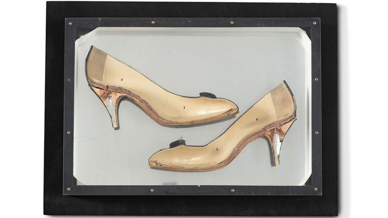 Escarpin de dame en deux dans du Plexiglas (1965), d'Arman. Estimation: 3.000 euros.