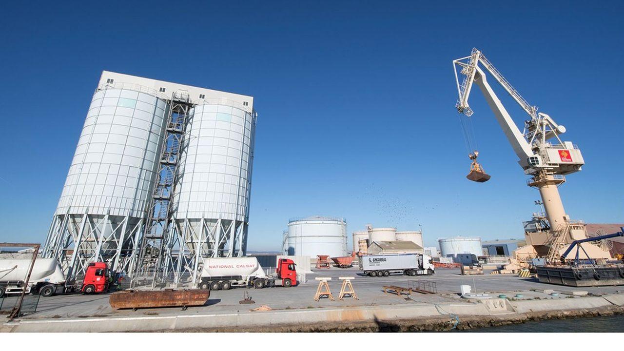 Le port est historiquement positionné sur l'import de pétrole et l'export de céréales.