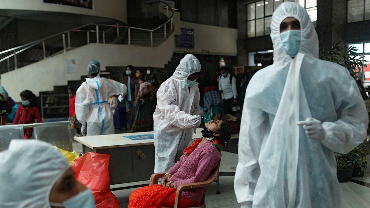 Le nombre quotidien de nouvelles contaminations est resté stable en France, à 13.406 cas contre 13.750 la veille.