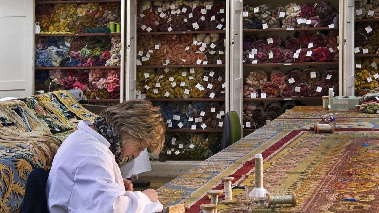 Le Mobilier National crée et restaure des dizaines de milliers de meubles et d'objets par an
