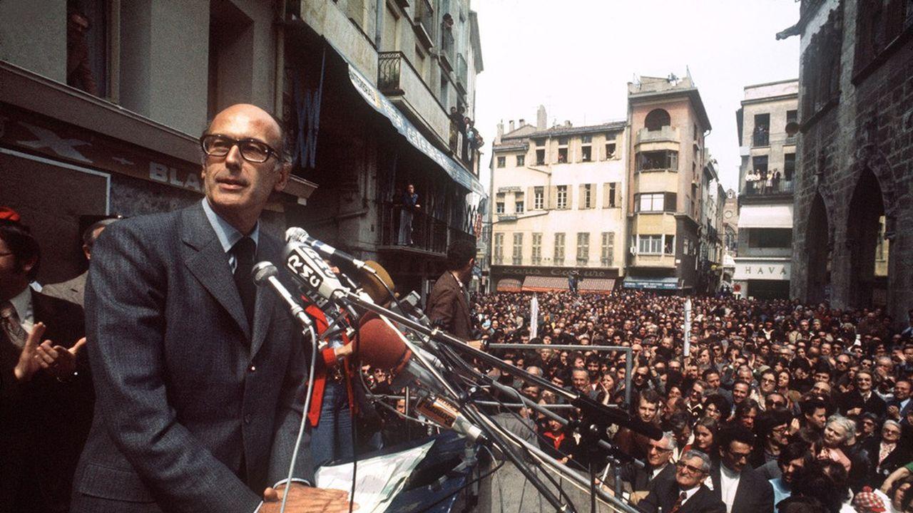 La candidat à la présidentielle Valéry Giscard d'Estaing, le 29 avril 1974, lors d'un meeting de campagne à Perpignan.