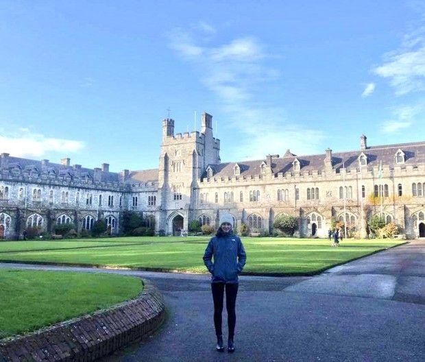 Jade, sur le campus désert de l'University College Cork, en Irlande. Elle espérait y avoir cours en présentiel mais a, depuis son arrivée et jusqu'à la fin de l'année, cours à distance.