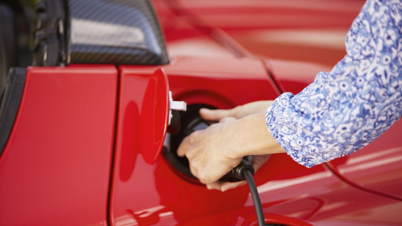 Densifier le réseau de points de charge et augmenter l'interopérabilité permettra de faciliter la recharge des véhicules électriques.