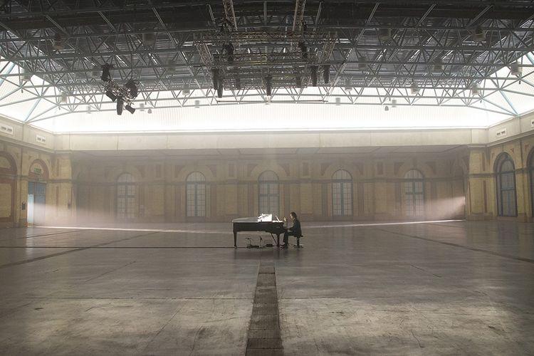 « Idiot Prayer », le concert de Nick Cave, seul au piano dans l'Alexandra Palace de Londres, a été diffusé en ligne le 23 juillet 2020.