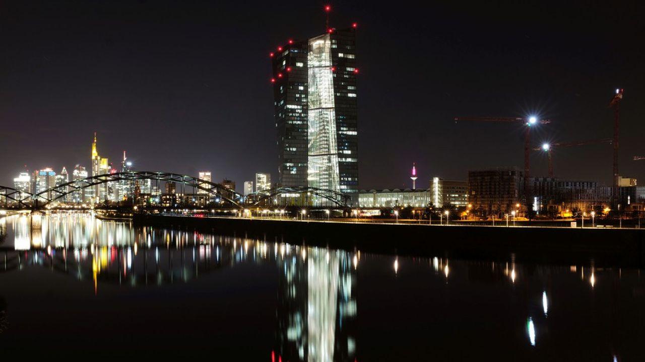 La Banque centrale européenne (BCE) devait se prononcer mardi, en soirée, sur une possible reprise des versements de dividendes bancaires, après neuf mois de suspension.