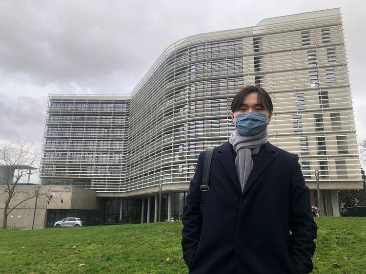Sihyeong, devant la Maison de la Corée, à la Cité internationale universitaire de Paris, où il réside.