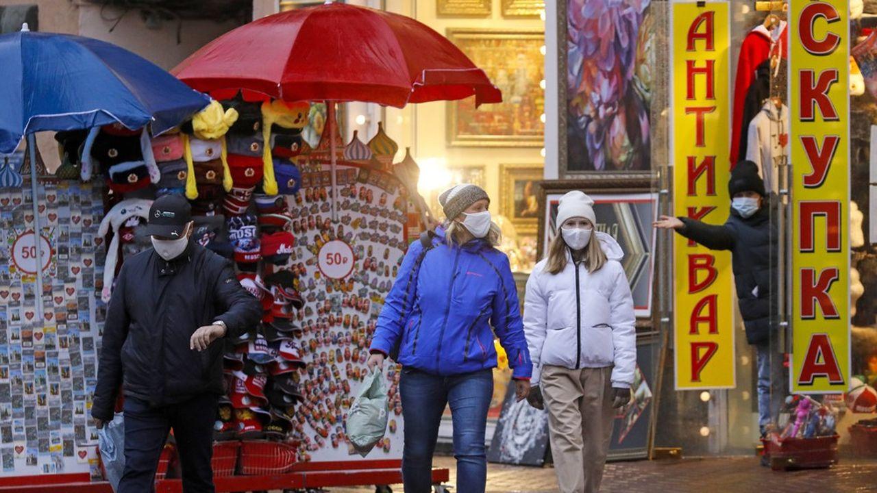 Dans les rayons des magasins, la hausse de la consommation et du prix du pain illustre et confirme l'appauvrissement de la population russe révélée par les chiffres officiels et les sondages indépendants.