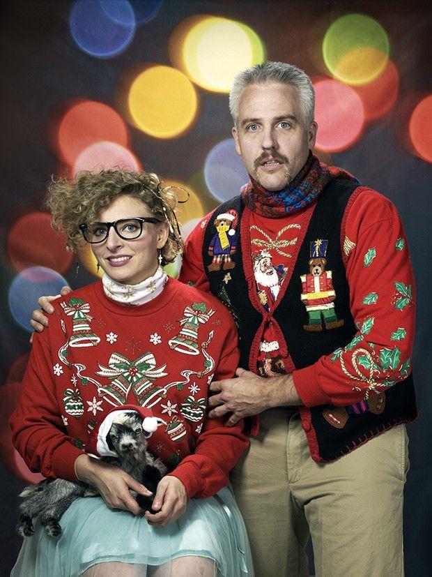Triomphe du kitsch : pour leur carte de Noël, ces Américains arborent de superbes pulls. Et la chèvre son bonnet…