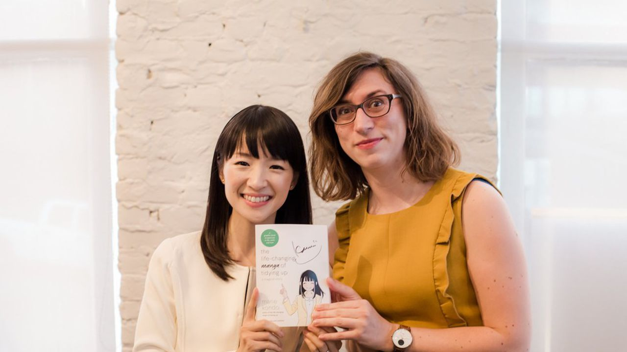 Eliette Barrier (à droite) et Marie Kondo, lors d'un séminaire à San-Francisco, en février 2018.