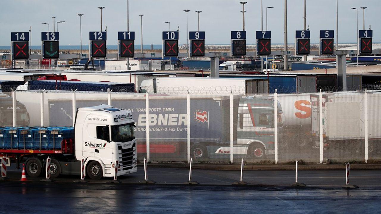 Le surstockage effectué par les Britanniques a amplifié le trafic fret ces derniers temps. A Calais (vue du terminal des ferries le 15décembre), les flux ont doublé, indique l'organisation du transport de marchandises et de la logistique Union TLF.