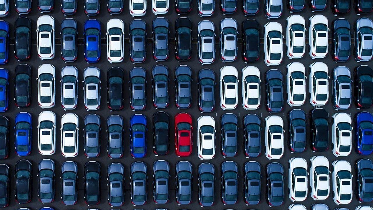 Les ventes mondiales de voitures neuves ont chuté de 16% en 2020, à 76millions d'unités selon IHS.