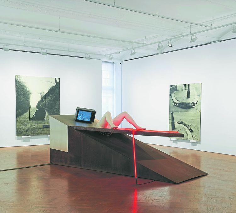 Une grande installation de la pasionaria de l'art féministe, l'Autrichienne Valie Export.