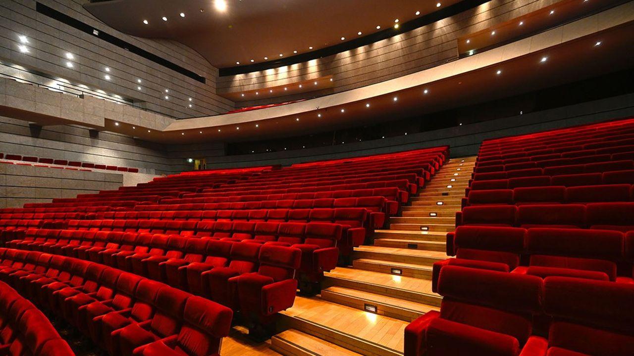 La FNCF, qui représente les salles de cinéma, «sera extrêmement vigilante pour que les cinémas rouvrent, dès que les conditions précisées par le Conseil d'Etat seront réunies, et alors que les commerces dits «non essentiels» seraient ouverts».
