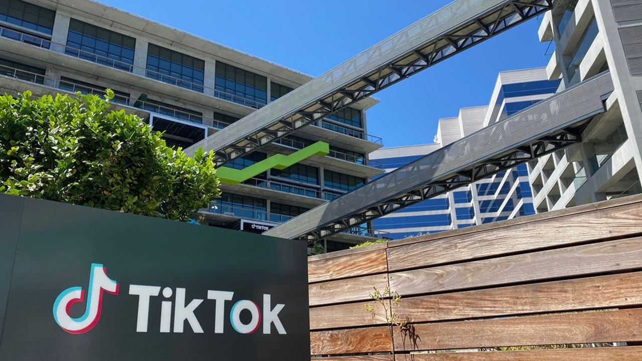 Début novembre, Warner Music et Sony Music ont trouvé un terrain d'entente avec TikTok, une application de vidéos courtes musicales très prisée des 13-25ans.