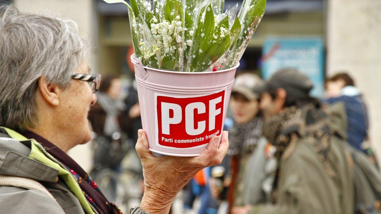 Le PCF ne compte plus que 50.000militants, contre un demi-million au début des années1980.