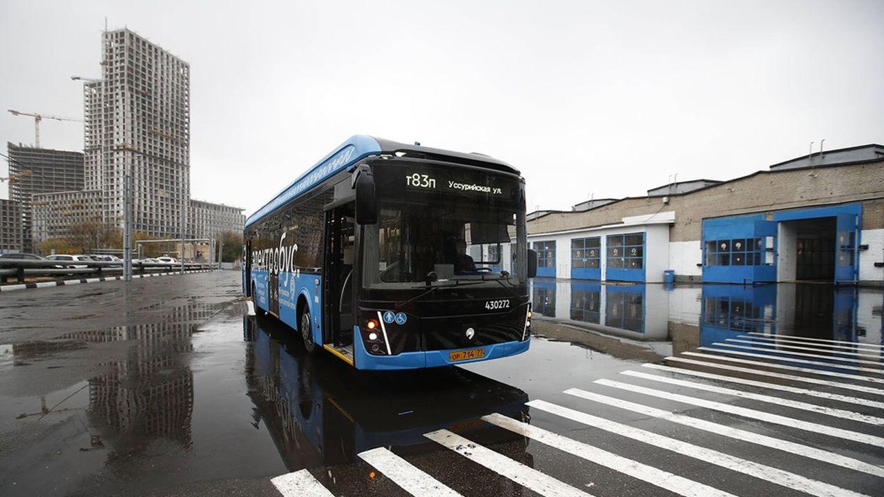 Deuxans après avoir mis en circulation sur son réseau un premier bus électrique, Moscou compte passer à près de 1.000 au total en2021, et à quelque 2.300 d'ici à2023. Soit un tiers de la flotte de transport terrestre.