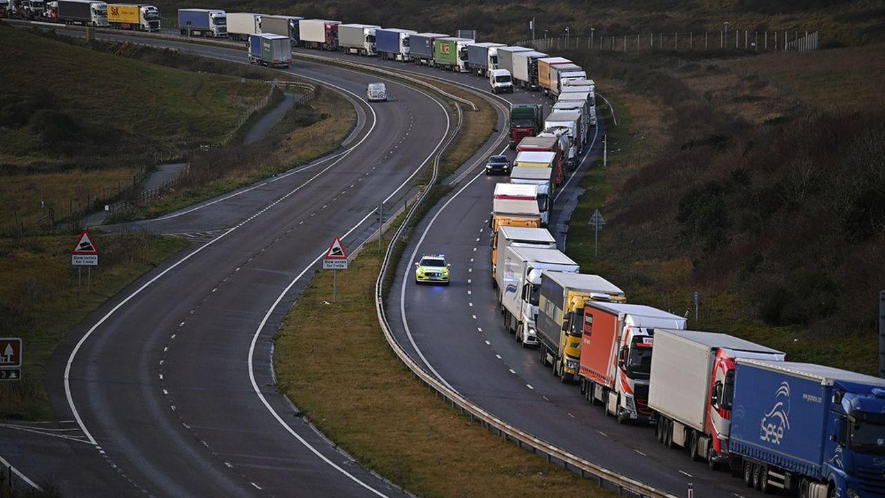 Des milliers de chauffeurs routiers ont passé les fêtes de Noël dans leurs cabines, ne disposant pas des tests anti-Covid requis pour traverser le Channel.