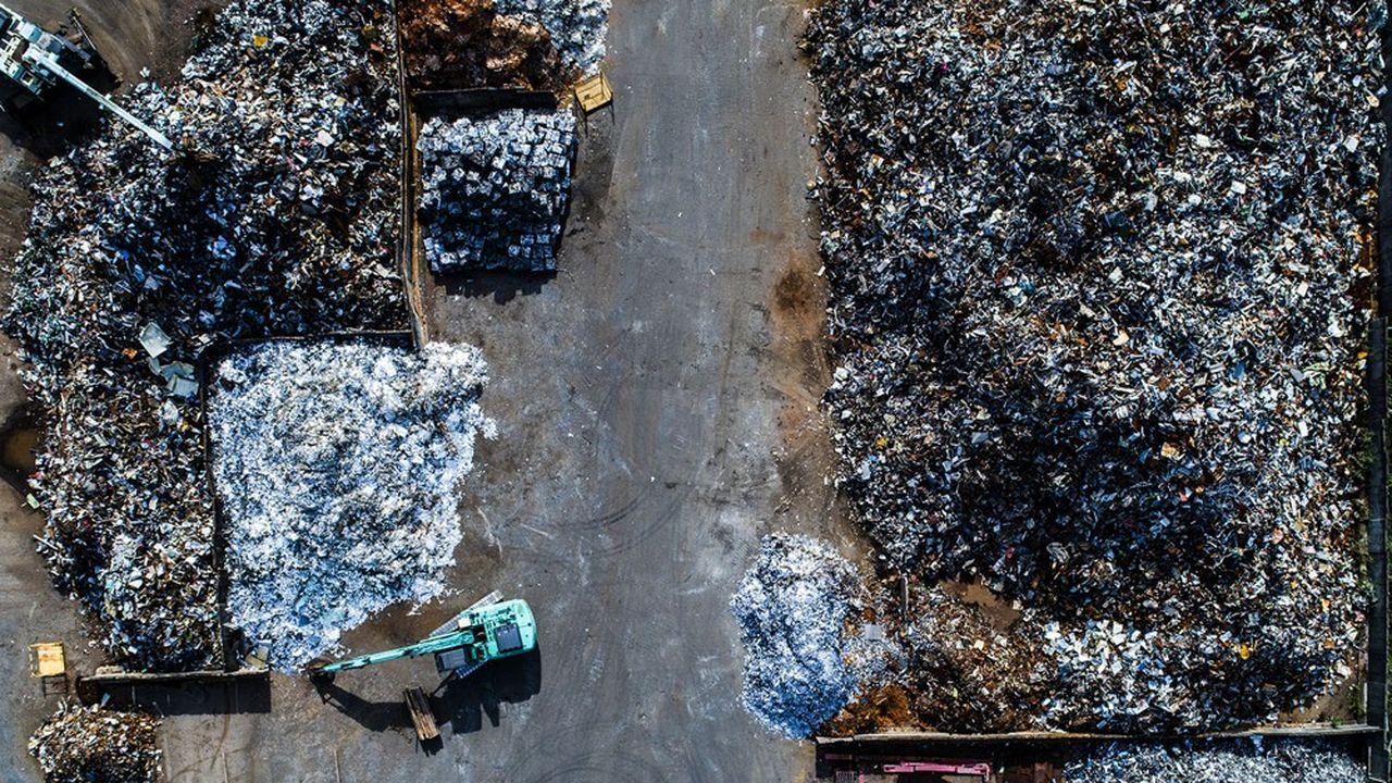 Le groupe Ecore, qui compte 68sites de collecte et de production dans l'Hexagone, renforcera Derichebourg sur 5 principales familles de matériaux que sont les métaux ferreux (acier), métaux non ferreux (aluminium, cuivre…), batteries au plomb, papiers cartons et plastiques.