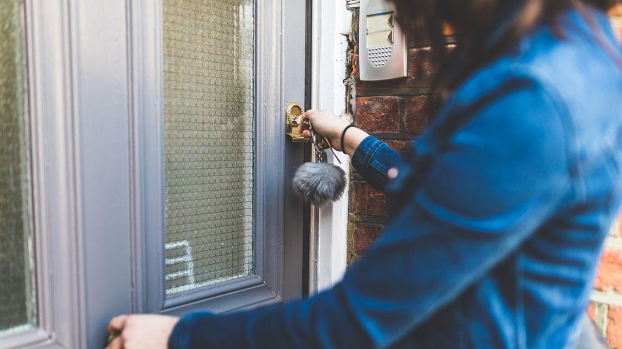 Avant d'acheter un bien immobilier, il faut se renseigner sur la taxe foncière, les charges, les potentielles nuisances sonores…