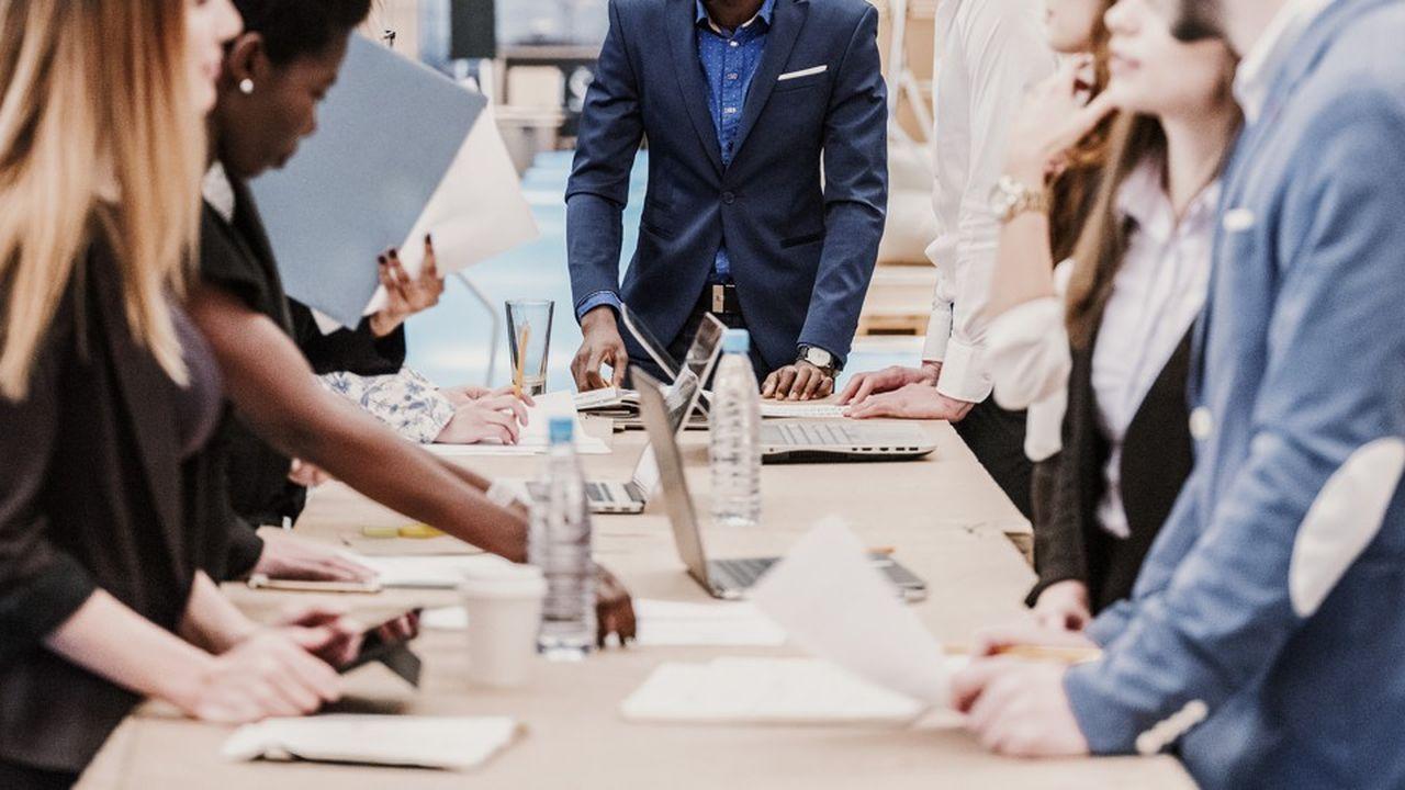 Les managers passeraient en moyenne 10 heures par semaine en réunion.