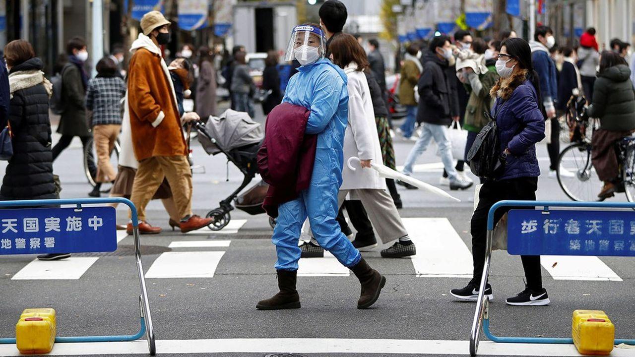 Dans le district de Ginza à Tokyo, le 19 décembre 2020. Au Japon, aucune restriction n'a été imposée