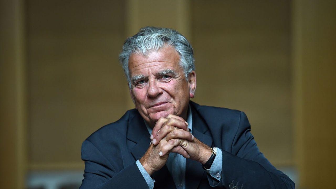 Olivier Duhamel, âgé de 70 ans, est spécialiste de droit constitutionnel. Il a occupé de nombreuses fonctions publiques et politiques et est intervenant dans plusieurs médias.