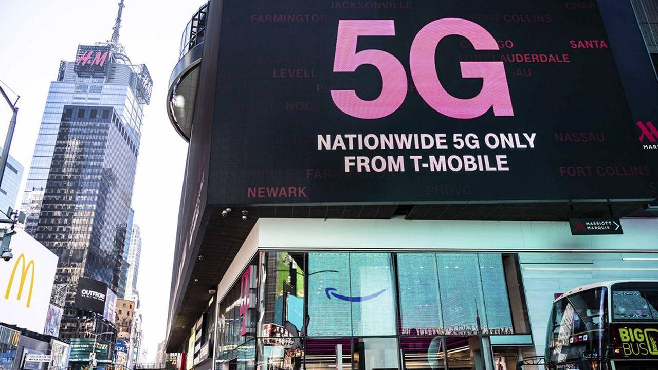 Les opérateurs télécoms américains (ici une publicité de T-Mobile à New York) ont été parmi les premiers au monde à lancer la 5G grâce aux bandes hautes.
