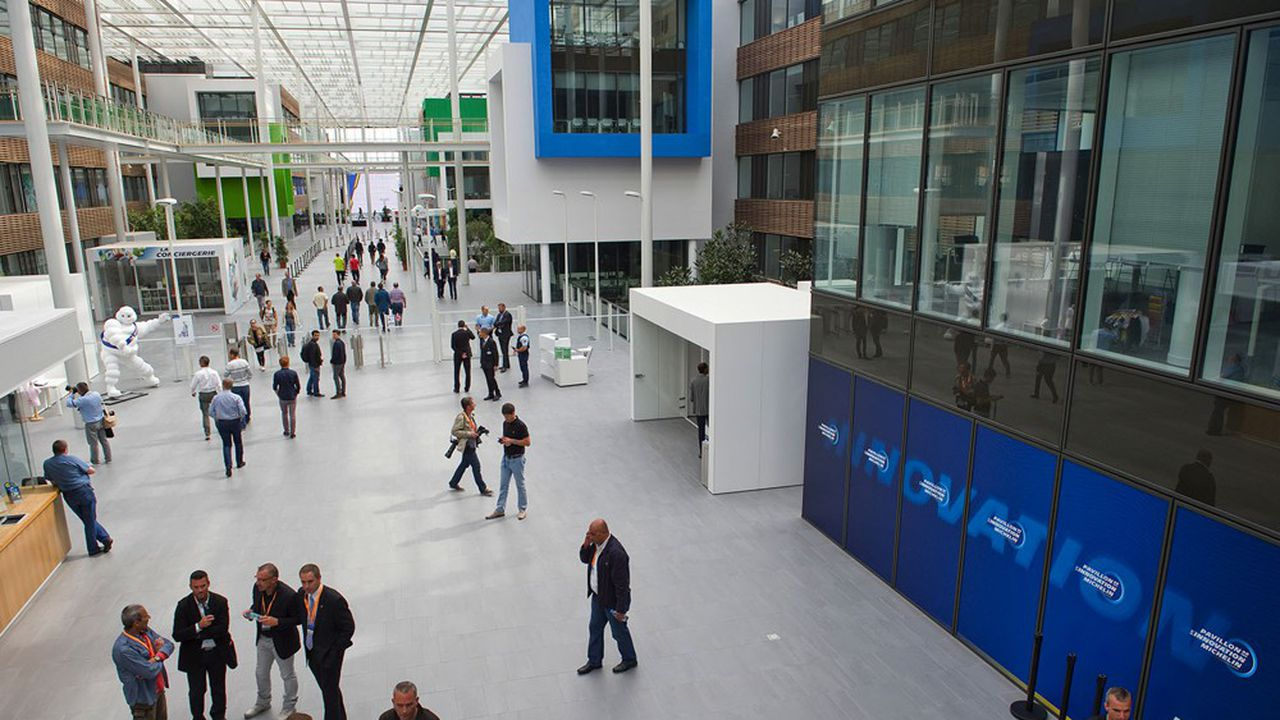 Les innovations développées dans le centre de R & D de Michelin à Ladoux doivent lui permettre de localiser de nouvelles activités à forte valeur ajoutée dans l'Hexagone.