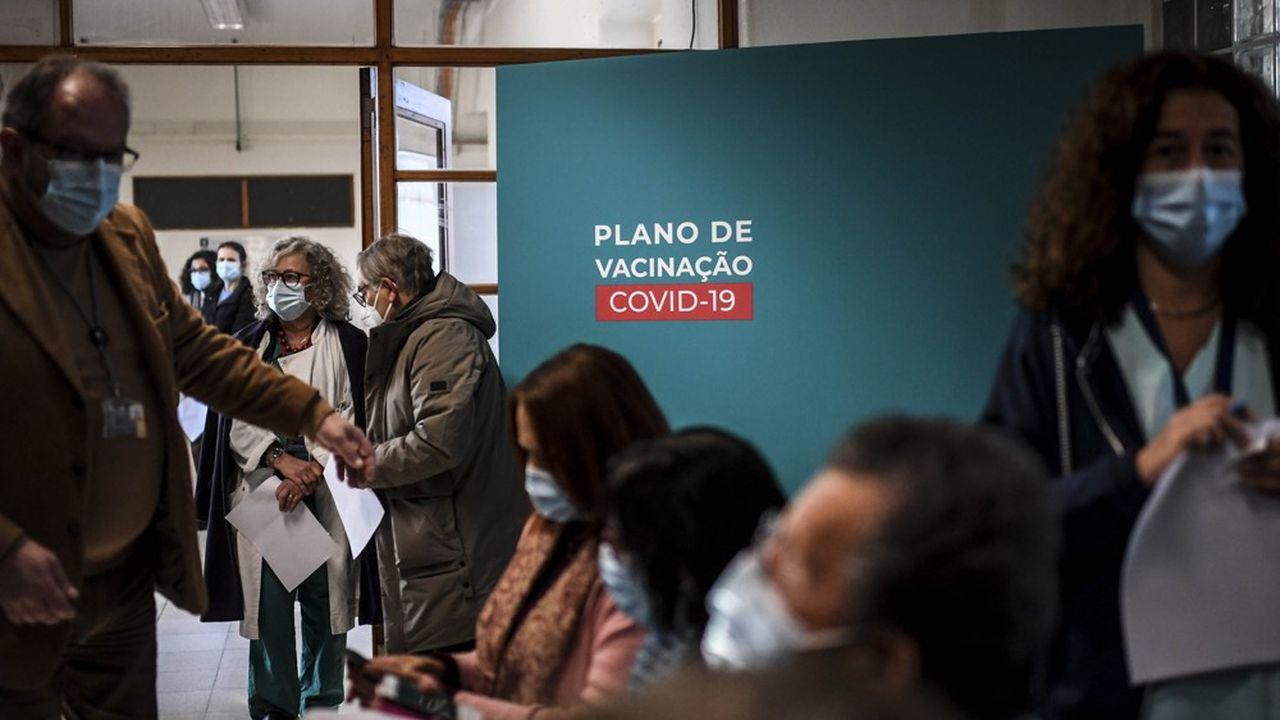 Face à la remontée rapide des contagions, les hôpitaux de Lisbonne sont appelés à cesser toute activité non urgente pour concentrer leurs efforts sur les soins intensifs.