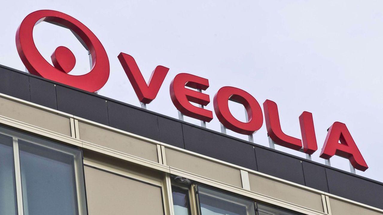 Veolia a finalisé ce jeudi son offre d'OPA sur son rival Suez. Il appelle ses dirigeants à reprendre le dialogue.
