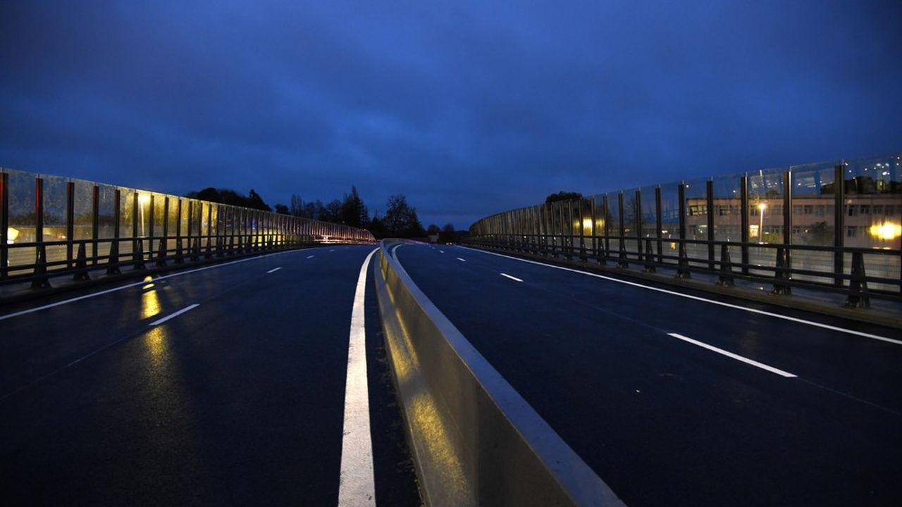 Le viaduc culmine jusqu'à 8,46 mètres au-dessus du giratoire Bernard Palissy et contribue à valoriser l'approche de La Roche-sur-Yon.