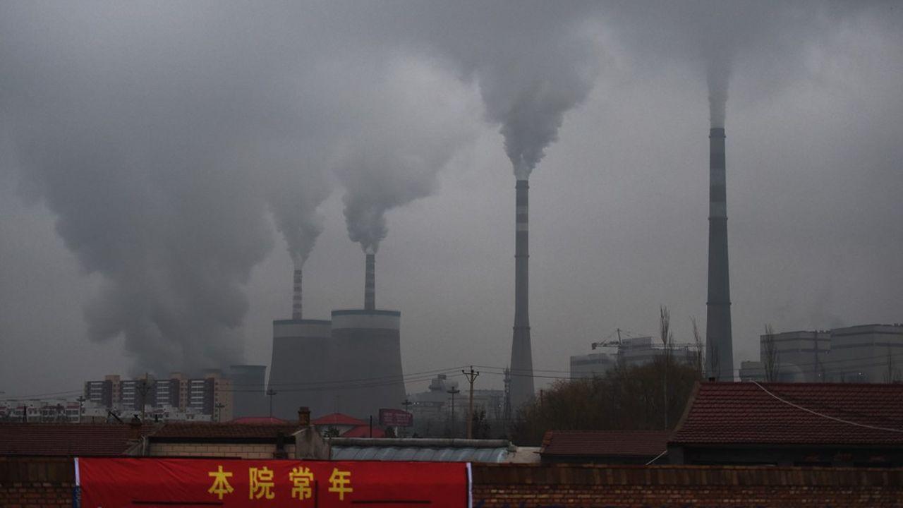 Depuis le début décembre, plusieurs provinces industrielles au centre et à l'est du pays (Hunan, Jiangxi, Zhejiang) imposent des restrictions drastiques de consommation, avec des coupures régulières de courant.