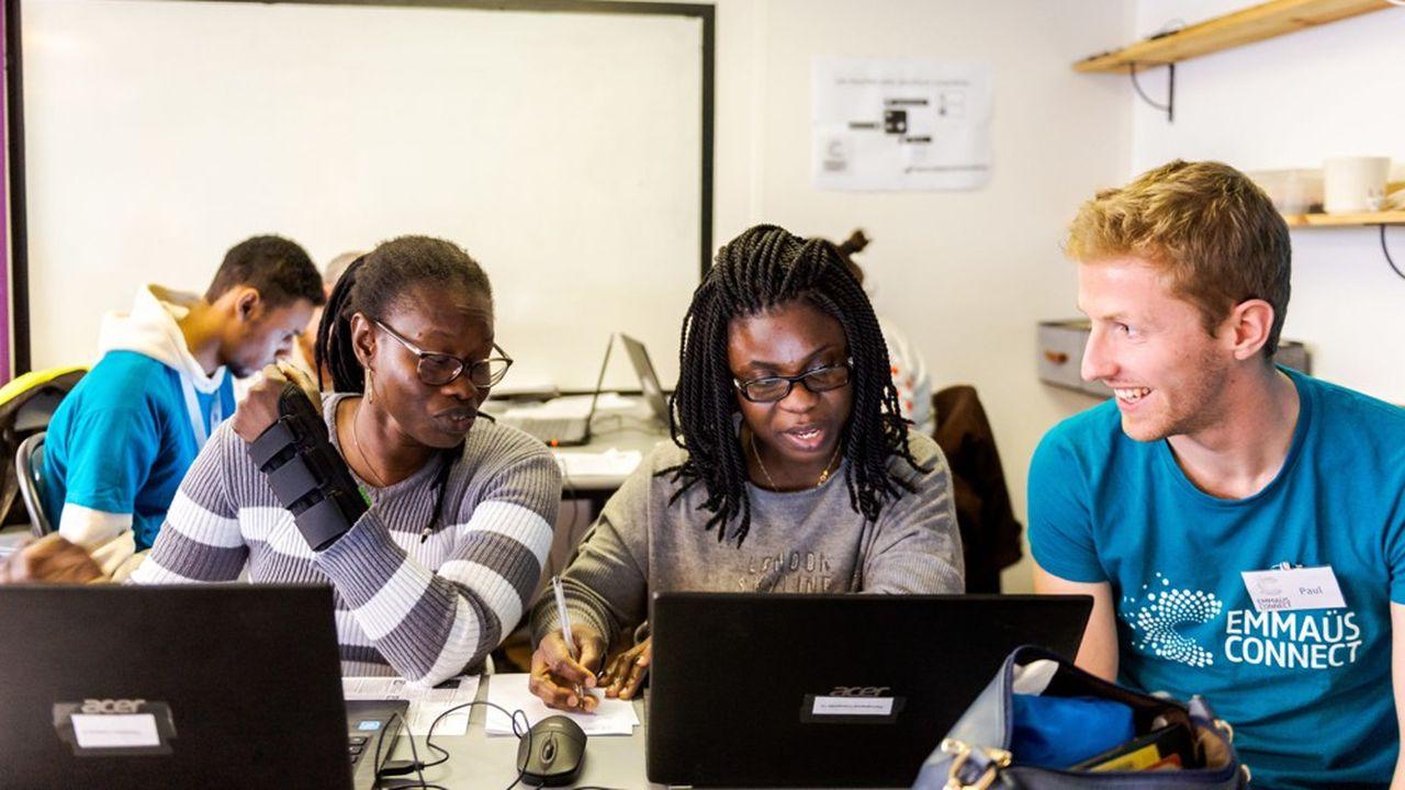 Le Pass numérique permet aussi de former les équipes en charge d'accompagner les populations vers l'autonomie numérique.
