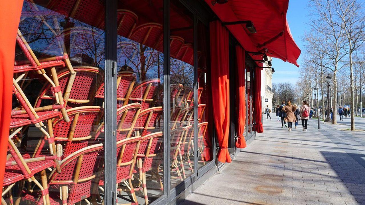 Les Français vont devoir s'habituer à voir cafés et restaurants fermés pour un nombre de semaines non défini.