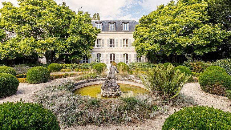 Maison de maître de seize pièces dans l'Oise pour moins de 1,5 million d'euros.