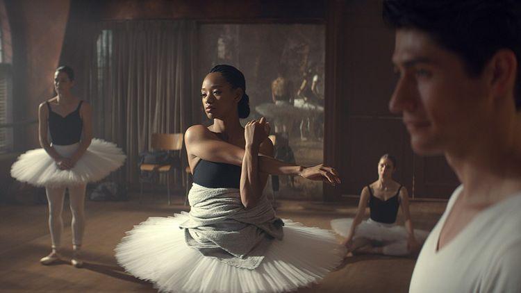 L'actrice et danseuse Kylie Jefferson (au centre) dans « Tiny Pretty Things ».