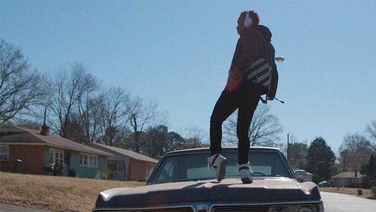 Lil Buck, figure du jookin (un style de street dance), dans « Move ».