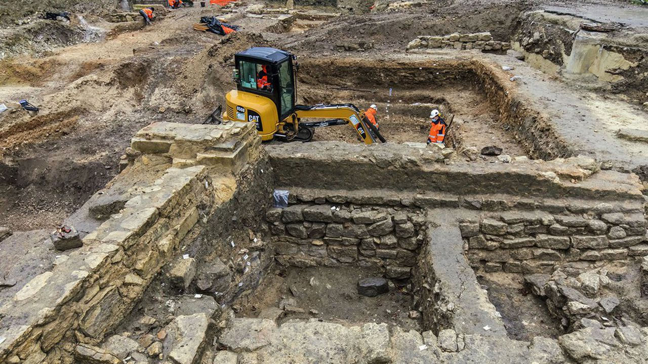 A Saint-Maur des Fossés, les archéologues sondent depuis septembre un terrain à cinquante mètres d'une abbaye mérovingienne.