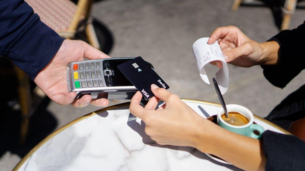 L'endroit où le détenteur de la carte Visa Swile effectue son achat lui permet de débiter la bonne cagnotte de ses avantages (titre-restaurant, cadeaux, etc.).