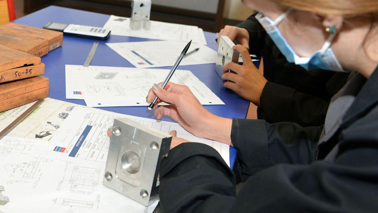 Les Centres de formation d'apprentis (CFA) peuvent garder un jeune jusqu'à six mois le temps qu'il trouve un employeur.