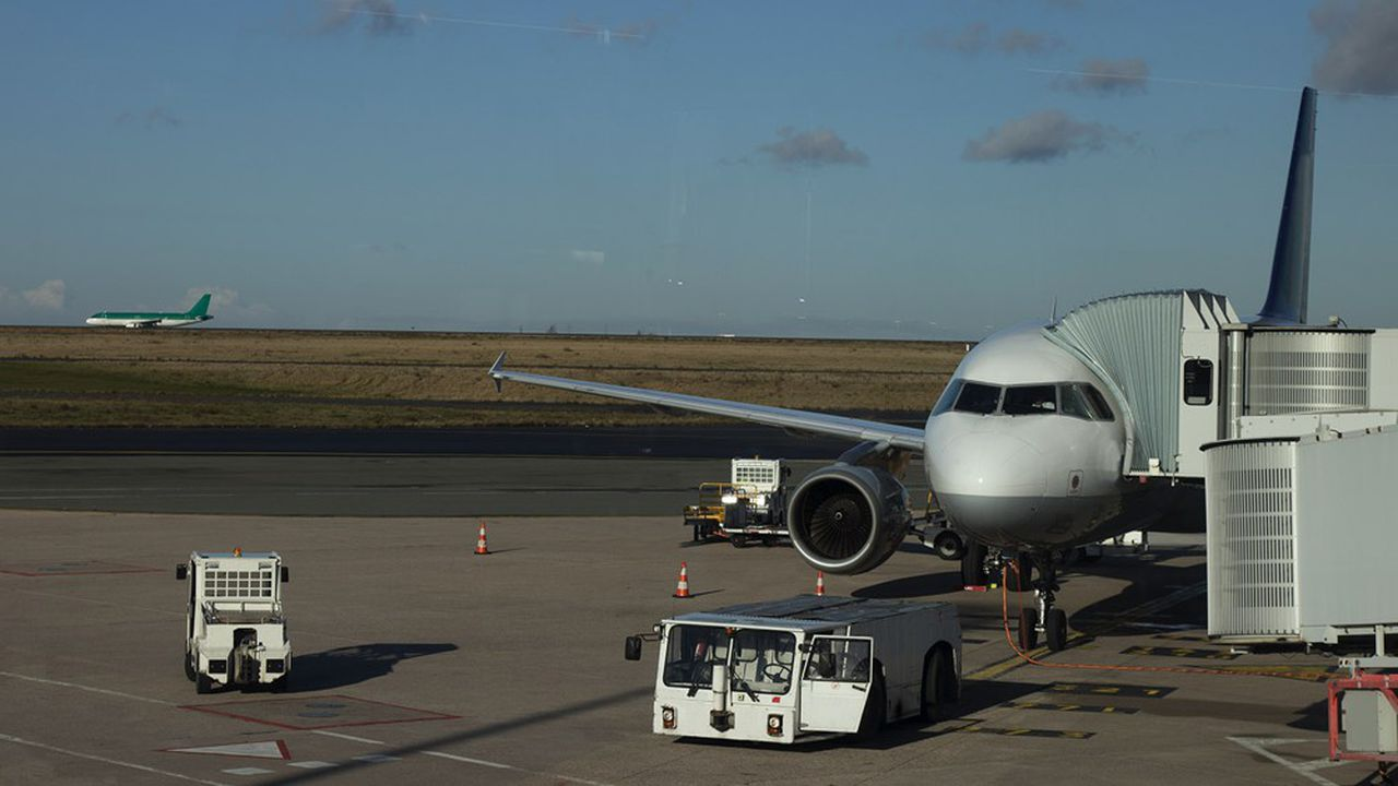 airplane, airport