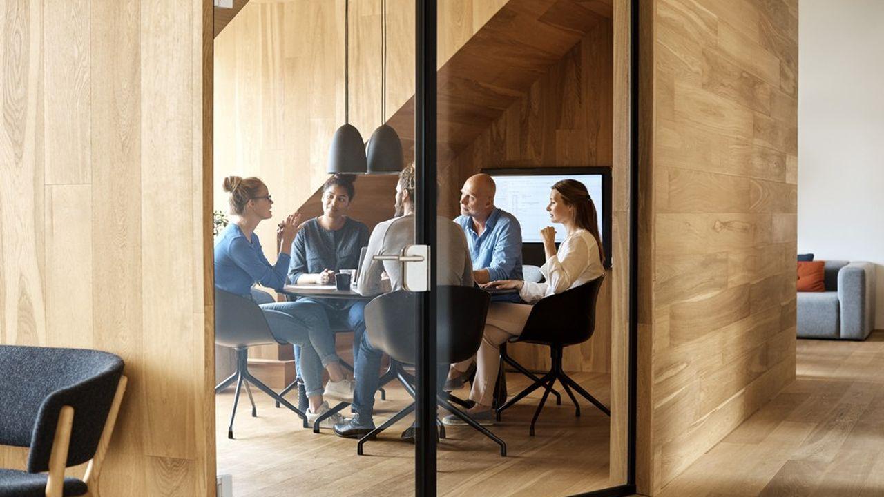 Le bureau doit offrir ce qui manque tant à la maison : la possibilité d'interagir spontanément avec ses collègues.