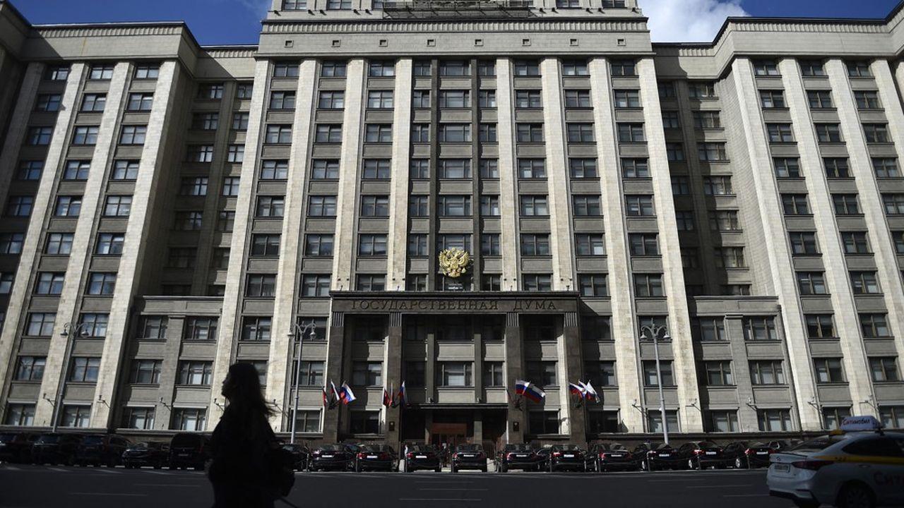 A Moscou, la Douma, la chambre basse du Parlement russe, est rebaptisée la… «photocopieuse»: en quelques jours, les députés ont adopté à la chaîne une série de lois et d'amendements renforçant l'arsenal contre les voix dissidentes.