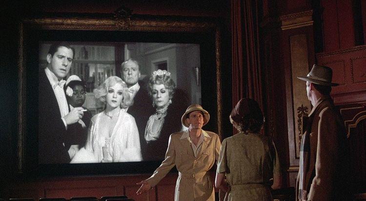 Frontière abolie entre la fiction et le réel quand les personnages sortent de l'écran pour s'adresser à la spectatrice. La Rose pourpre du Caire (1985), de Woody Allen, avec Jeff Daniels et Mia Farrow (de dos).