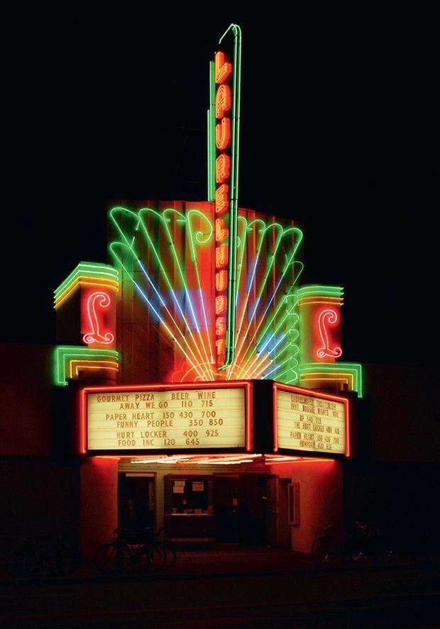 Ouvert en 1936, le Tower Theater de Houston est depuis 2011 un restaurant Tex-Mex, mais a conservé sa façade flamboyante. (Photo du livre Le Crépuscule des cinémas.)
