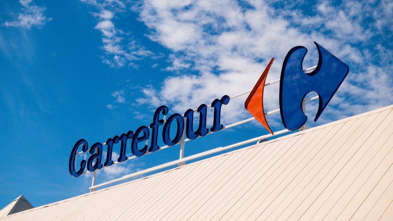 Le géant français de la distribution a été sollicité par le groupe d'alimentation canadien Couche-Tard pour un «rapprochement»