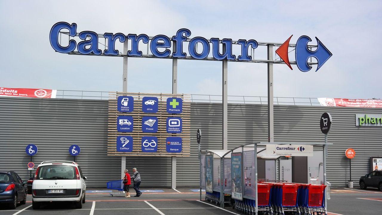 Carrefour è oggetto di un'offerta pubblica di acquisto da parte dello specialista canadese delle stazioni di servizio Couche-Tard.